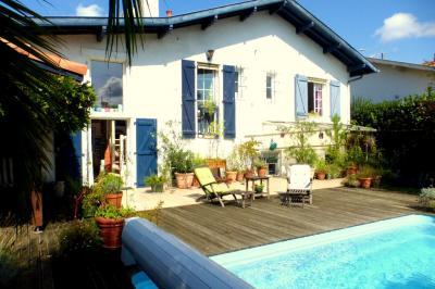 Maison Biarritz &bull; <span class='offer-area-number'>130</span> m² environ &bull; <span class='offer-rooms-number'>5</span> pièces