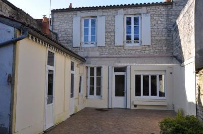 Maison Fontenay le Comte &bull; <span class='offer-area-number'>140</span> m² environ &bull; <span class='offer-rooms-number'>6</span> pièces