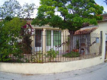 Maison Toulon &bull; <span class='offer-area-number'>100</span> m² environ &bull; <span class='offer-rooms-number'>1</span> pièce