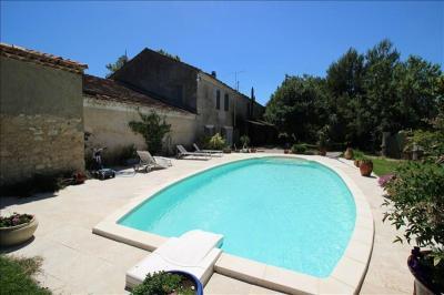 Maison Lagnes &bull; <span class='offer-area-number'>383</span> m² environ &bull; <span class='offer-rooms-number'>15</span> pièces