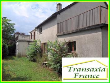 Maison Dun sur Auron &bull; <span class='offer-area-number'>186</span> m² environ &bull; <span class='offer-rooms-number'>8</span> pièces