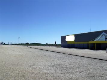 Commerce Barville en Gatinais &bull; <span class='offer-area-number'>566</span> m² environ