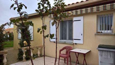 Maison Brioux sur Boutonne &bull; <span class='offer-area-number'>104</span> m² environ &bull; <span class='offer-rooms-number'>5</span> pièces