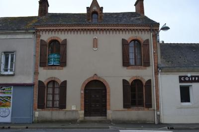 Maison Faye D Anjou &bull; <span class='offer-area-number'>113</span> m² environ &bull; <span class='offer-rooms-number'>6</span> pièces