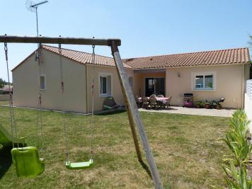 Maison Le Poire sur Vie &bull; <span class='offer-area-number'>107</span> m² environ &bull; <span class='offer-rooms-number'>5</span> pièces