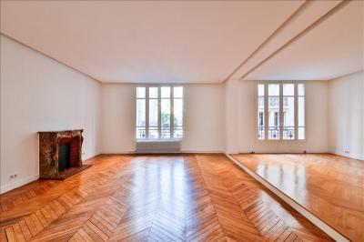 Appartement Paris 16 &bull; <span class='offer-area-number'>198</span> m² environ &bull; <span class='offer-rooms-number'>6</span> pièces