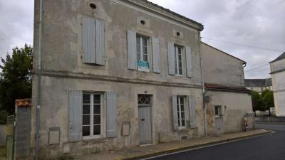 Maison St Jean D Angely &bull; <span class='offer-area-number'>77</span> m² environ &bull; <span class='offer-rooms-number'>4</span> pièces