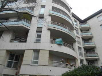 Appartement Suresnes &bull; <span class='offer-area-number'>86</span> m² environ &bull; <span class='offer-rooms-number'>4</span> pièces