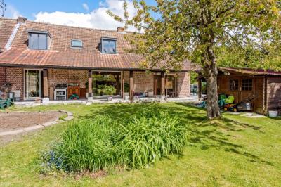 Maison Neuville en Ferrain &bull; <span class='offer-area-number'>163</span> m² environ &bull; <span class='offer-rooms-number'>5</span> pièces