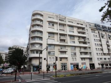 Appartement Issy les Moulineaux &bull; <span class='offer-area-number'>85</span> m² environ &bull; <span class='offer-rooms-number'>4</span> pièces