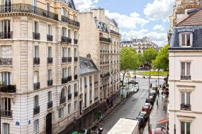 Appartement Paris 07 &bull; <span class='offer-area-number'>167</span> m² environ &bull; <span class='offer-rooms-number'>6</span> pièces