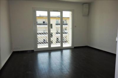 Appartement La Crau &bull; <span class='offer-area-number'>70</span> m² environ &bull; <span class='offer-rooms-number'>4</span> pièces