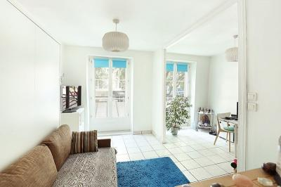 Appartement Paris 03 &bull; <span class='offer-area-number'>34</span> m² environ &bull; <span class='offer-rooms-number'>2</span> pièces