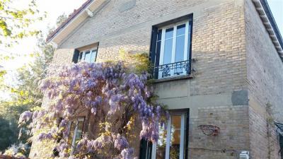 Maison St Maur des Fosses &bull; <span class='offer-area-number'>161</span> m² environ &bull; <span class='offer-rooms-number'>6</span> pièces