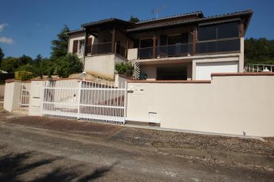 Maison Bon Encontre &bull; <span class='offer-area-number'>183</span> m² environ &bull; <span class='offer-rooms-number'>9</span> pièces