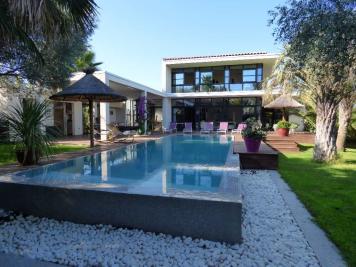 Maison Le Cap d Agde &bull; <span class='offer-area-number'>234</span> m² environ &bull; <span class='offer-rooms-number'>6</span> pièces