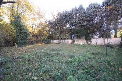 Terrain Charbonnieres les Bains &bull; <span class='offer-area-number'>552</span> m² environ