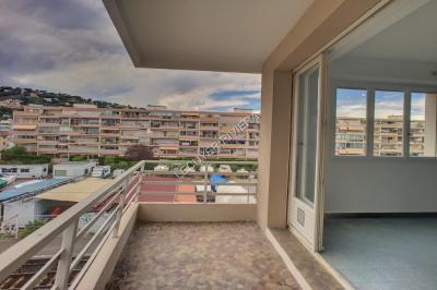 Appartement Le Golfe Juan &bull; <span class='offer-area-number'>32</span> m² environ &bull; <span class='offer-rooms-number'>1</span> pièce