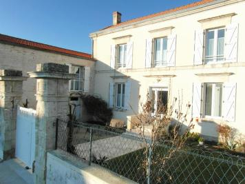 Maison Les Magnils Reigniers &bull; <span class='offer-area-number'>176</span> m² environ &bull; <span class='offer-rooms-number'>7</span> pièces