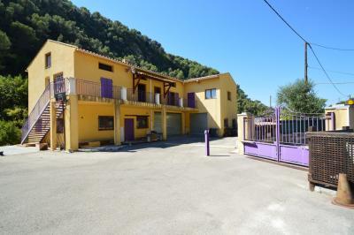 Bureau La Trinite &bull; <span class='offer-area-number'>93</span> m² environ &bull; <span class='offer-rooms-number'>1</span> pièce