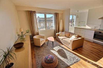 Appartement Bordeaux &bull; <span class='offer-area-number'>52</span> m² environ &bull; <span class='offer-rooms-number'>2</span> pièces
