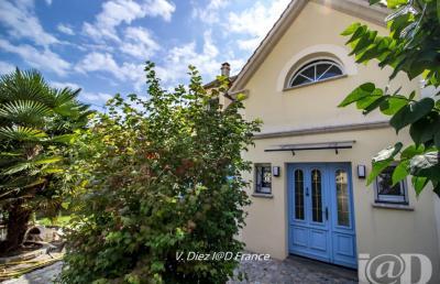 Maison La Falaise &bull; <span class='offer-area-number'>155</span> m² environ &bull; <span class='offer-rooms-number'>6</span> pièces
