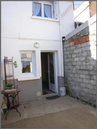 Maison Nueil les Aubiers &bull; <span class='offer-area-number'>63</span> m² environ &bull; <span class='offer-rooms-number'>3</span> pièces