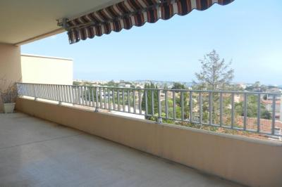 Appartement Le Golfe Juan &bull; <span class='offer-area-number'>64</span> m² environ &bull; <span class='offer-rooms-number'>3</span> pièces