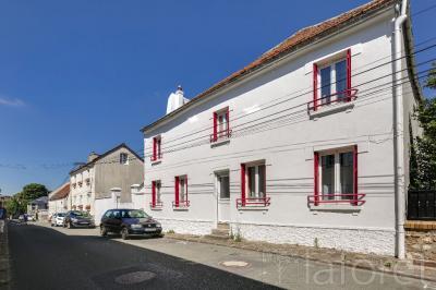 Maison Mareil en France &bull; <span class='offer-area-number'>160</span> m² environ &bull; <span class='offer-rooms-number'>7</span> pièces