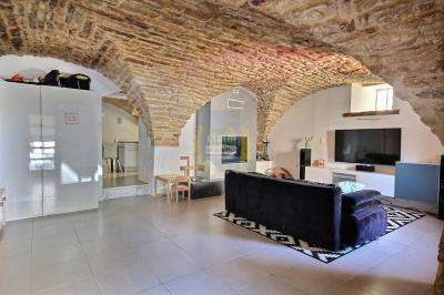 Maison Saussines &bull; <span class='offer-area-number'>137</span> m² environ &bull; <span class='offer-rooms-number'>5</span> pièces