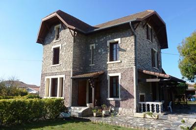 Maison Boucau &bull; <span class='offer-area-number'>145</span> m² environ &bull; <span class='offer-rooms-number'>5</span> pièces