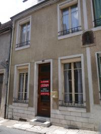 Maison La Charite sur Loire &bull; <span class='offer-area-number'>81</span> m² environ &bull; <span class='offer-rooms-number'>5</span> pièces