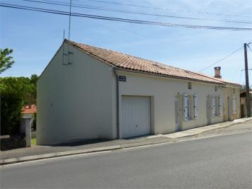 Immeuble Magnac sur Touvre &bull; <span class='offer-area-number'>600</span> m² environ