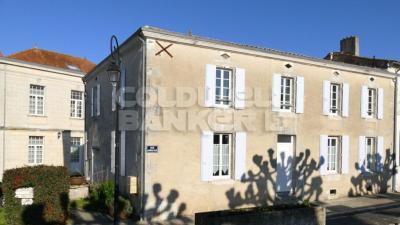 Maison Saint-Romain-de-Benet &bull; <span class='offer-area-number'>180</span> m² environ &bull; <span class='offer-rooms-number'>6</span> pièces