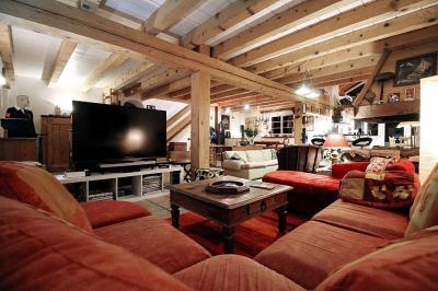 Maison Presilly &bull; <span class='offer-area-number'>309</span> m² environ &bull; <span class='offer-rooms-number'>9</span> pièces