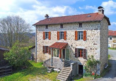 Maison Boisset &bull; <span class='offer-area-number'>160</span> m² environ &bull; <span class='offer-rooms-number'>4</span> pièces