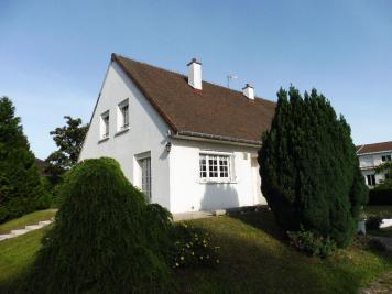 Maison Lux &bull; <span class='offer-area-number'>180</span> m² environ &bull; <span class='offer-rooms-number'>7</span> pièces