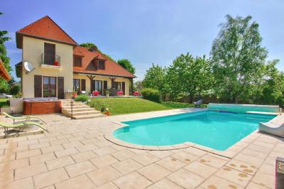 Maison Savigny le Sec &bull; <span class='offer-area-number'>271</span> m² environ &bull; <span class='offer-rooms-number'>8</span> pièces