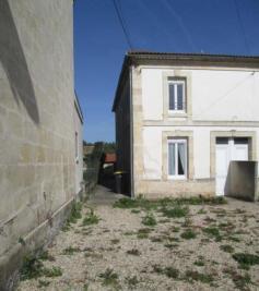 Maison St Yzan de Soudiac &bull; <span class='offer-area-number'>79</span> m² environ &bull; <span class='offer-rooms-number'>4</span> pièces