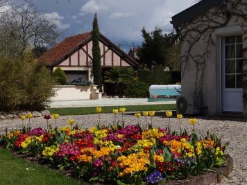 Maison Montargis &bull; <span class='offer-area-number'>260</span> m² environ &bull; <span class='offer-rooms-number'>9</span> pièces