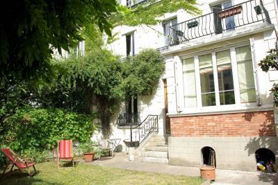 Maison Asnieres sur Seine &bull; <span class='offer-area-number'>170</span> m² environ &bull; <span class='offer-rooms-number'>7</span> pièces