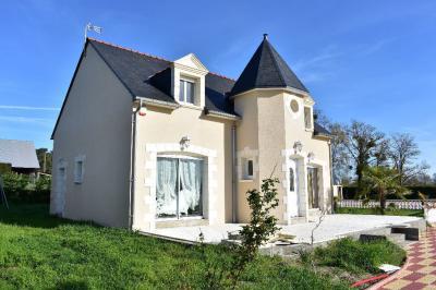 Maison Longue Jumelles &bull; <span class='offer-area-number'>145</span> m² environ &bull; <span class='offer-rooms-number'>6</span> pièces