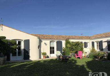 Maison La Jarrie &bull; <span class='offer-area-number'>138</span> m² environ &bull; <span class='offer-rooms-number'>8</span> pièces