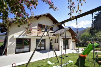 Maison Duingt &bull; <span class='offer-area-number'>180</span> m² environ &bull; <span class='offer-rooms-number'>6</span> pièces