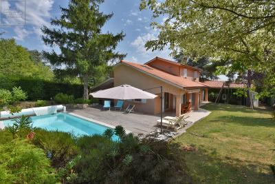 Villa Lucenay &bull; <span class='offer-area-number'>160</span> m² environ &bull; <span class='offer-rooms-number'>5</span> pièces