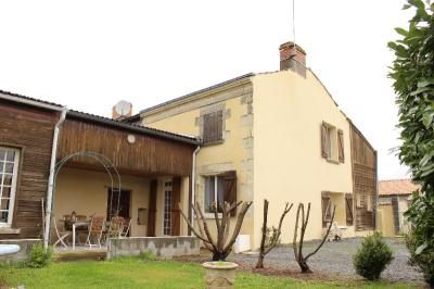 Maison Montreuil Bellay &bull; <span class='offer-area-number'>137</span> m² environ &bull; <span class='offer-rooms-number'>6</span> pièces