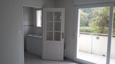 Appartement St Seurin sur L Isle &bull; <span class='offer-area-number'>51</span> m² environ &bull; <span class='offer-rooms-number'>2</span> pièces