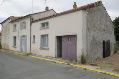 Maison Aigrefeuille d Aunis &bull; <span class='offer-area-number'>80</span> m² environ