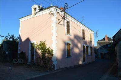 Maison Le Menoux &bull; <span class='offer-area-number'>160</span> m² environ &bull; <span class='offer-rooms-number'>8</span> pièces