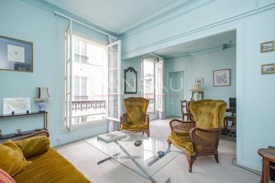 Appartement Paris 09 &bull; <span class='offer-area-number'>63</span> m² environ &bull; <span class='offer-rooms-number'>3</span> pièces